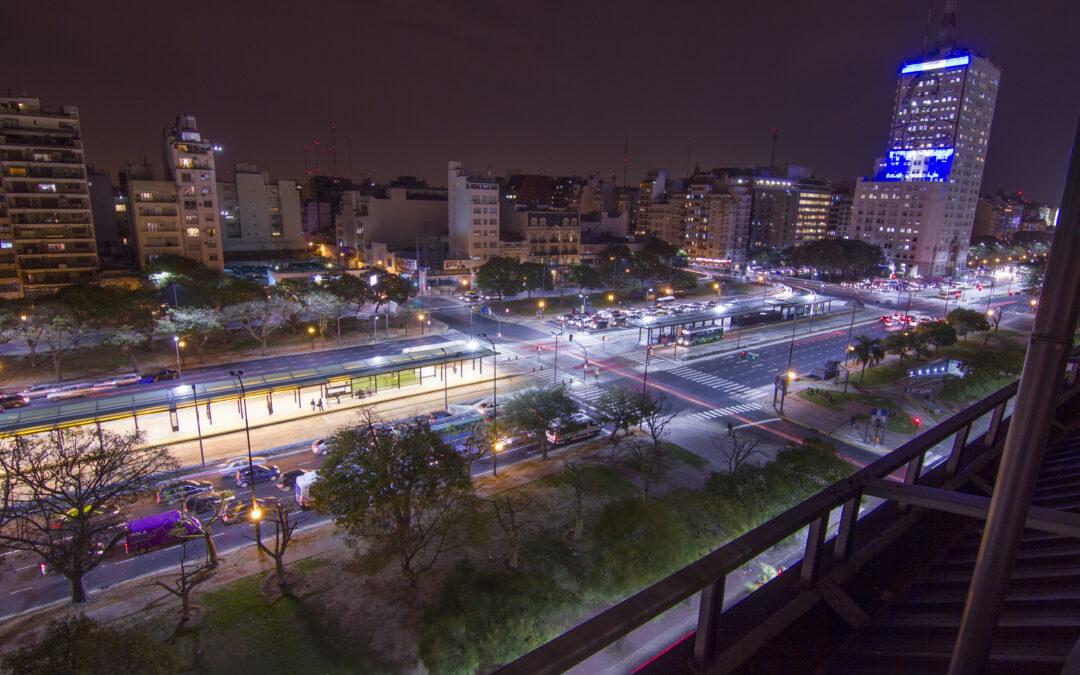 Com investimento em iluminação inteligente, cidade dão os primeiros passos para se tornarem Smart Cities