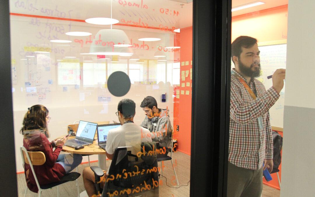 Startup abre inscrição para 10 mil bolsas de estudo gratuitas para formar desenvolvedores